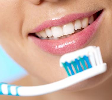 pulizia dentale professionale a Roma, le buone regole di igiene e spazzolamento dei denti