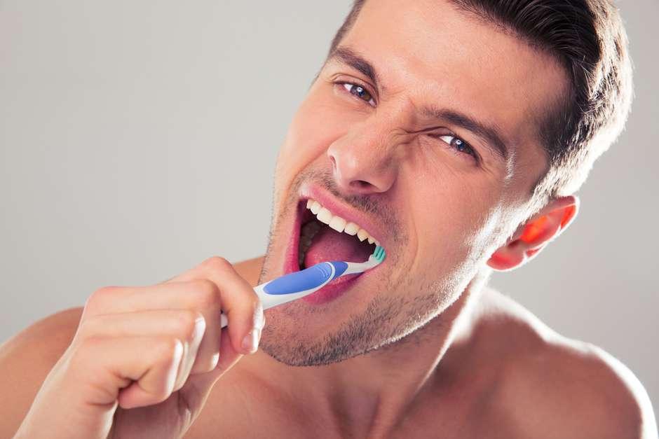 pulizia denti igiene orale a casa